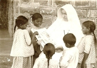 Sr Mary reads to her pupils-website