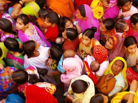 real-travel-india-crowd_26918_600x450