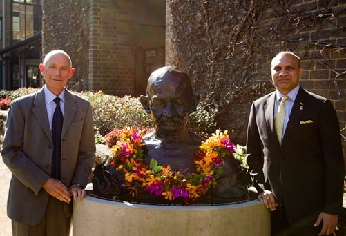 photo with mahatma gandhi statue - HRD minister and VC UNSW