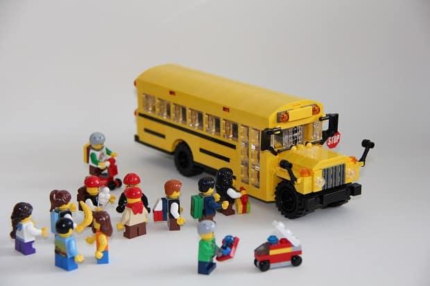 LEGO-School-Bus-by-Legohippie