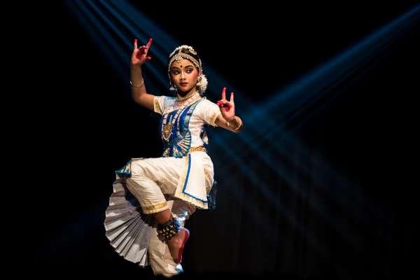 dance1.Indian Link