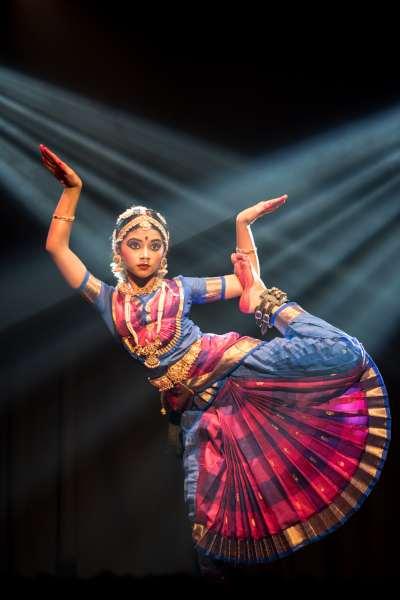 dance2.Indian Link